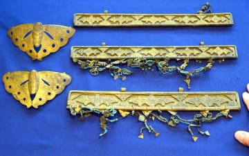 北野祭の神輿を飾った金具。板金具は鎌倉時代に制作されたものが含まれる(4日、京都市上京区・北野天満宮)