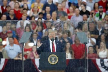 米独立記念日を記念して演説するトランプ大統領=4日、米ワシントン(AP=共同)