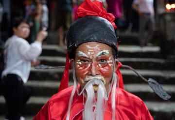 「城隍廟会」 神像をのせた神輿が街をゆく 四川省三台県