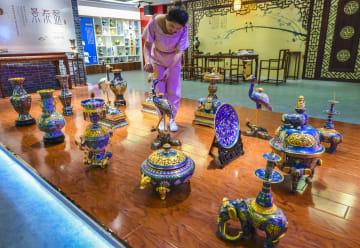 伝統工芸「景泰藍」の海外進出が加速 河北省饒陽県