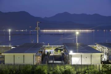 西日本豪雨から6日で1年となる広島県呉市天応地区の仮設住宅。いまだに多くの被災者が自宅に戻れていない=5日夕