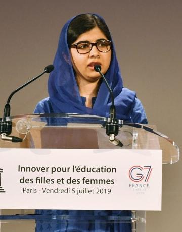 5日、パリのユネスコ本部で、女子教育の支援の重要性を訴えるマララ・ユスフザイさん(共同)