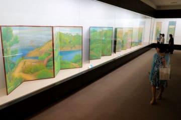 表現を模索した竹喬の若き日の作品が並ぶ会場