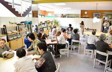 酒田市八幡地域の日向コミュニティセンター内に開設された「日向里かふえ」の内覧会。7月下旬にグランドオープンする