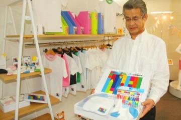 サクラクレパスとコラボしたオゴー産業のポロシャツやギフトセット