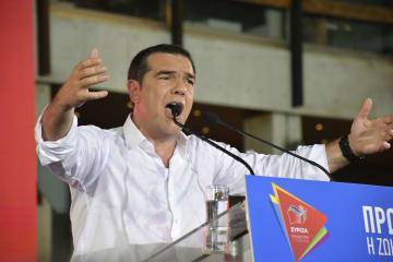 アテネ中心部の広場で演説するギリシャのチプラス首相=5日(共同)