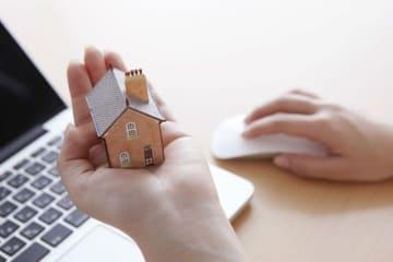 サラリーマンが支払う住民税は、原則として、前年分の所得に対する分が給与等から差し引かれることになっています。これを特別徴収といいます。
