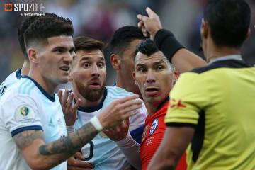 両主将が退場になった一戦はアルゼンチンが制す