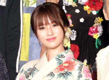 連続ドラマ「ルパンの娘」の会見に登場した深田恭子さん