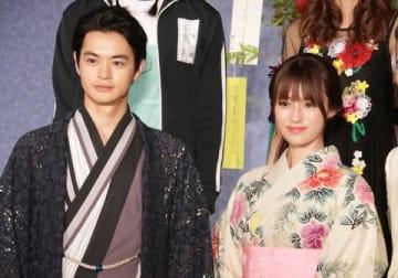 連続ドラマ「ルパンの娘」の会見に登場した瀬戸康史さん(左)と深田恭子さん