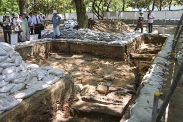 公開された旧中島地区の遺構の掘削現場=7日午後、広島市