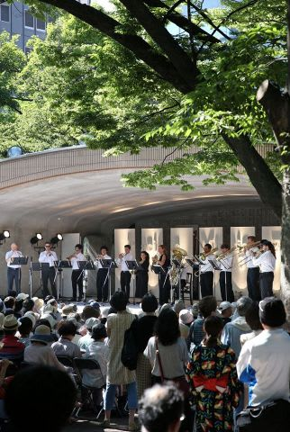 約1600人が詰めかけたPMFの野外コンサート(伊丹恒撮影)