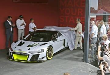 アンヴェールされる「Audi R8 LMS GT2」。