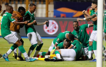 コンゴとのPK戦を4―2で制し、喜ぶマダガスカルの選手たち=7日、アレクサンドリア(ロイター=共同)