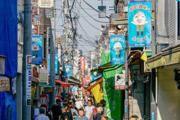休日は多くの客が訪れる砂町銀座商店街