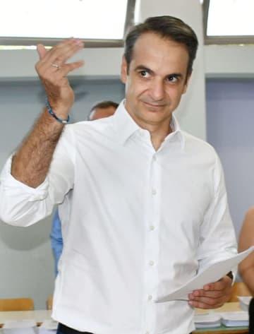ギリシャ新首相への就任が決まったキリアコス・ミツォタキス氏=7日、アテネ近郊(共同)