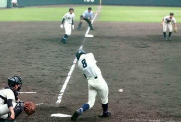 【高田-翔青】5回裏翔青1死一、三塁、古庄が右翼線に逆転の適時三塁打を放つ