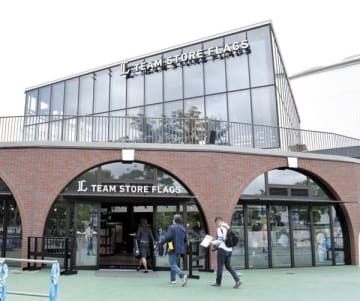 15日にオープンする新しいグッズショップ「フラッグス」=8日午後、所沢市