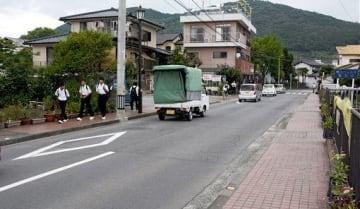 警察官の制止を振り切り、男が逃走した路上付近=9日午後4時ごろ、熊本市西区城山大塘