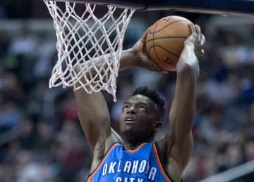 Jerami Grant dunking with the Thunder in 2017