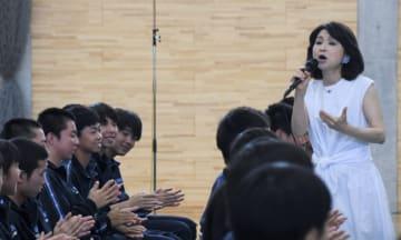 歌を通じて被災地へのエールを届けた辛島美登里さん