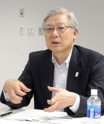 インタビューに答えるNECの新野隆社長=10日午後、東京都港区
