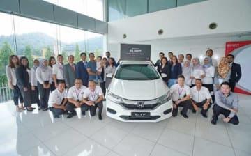 ホンダ・マレーシアは、国内で組み立て生産した1万台目のHVを販売した(同社提供)