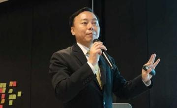 2019年のタイの経済見通しについて解説するEICのユンヨン・チーフエコノミスト兼第一上級副社長=9日、バンコク(NNA撮影)
