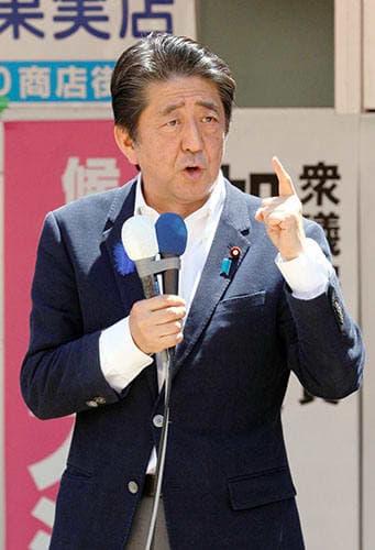 本県沖地震による風評被害に対応するため、観光支援に力を入れる考えを示す安倍晋三首相=酒田市