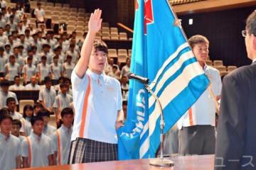 選手宣誓する市前橋弓道部の平野なな星=昌賢学園まえばしホール