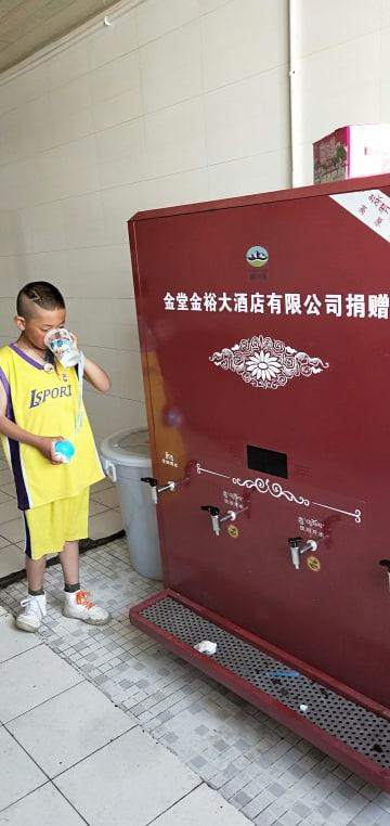 世界的高地都市で100度のお湯を提供 四川省理塘県