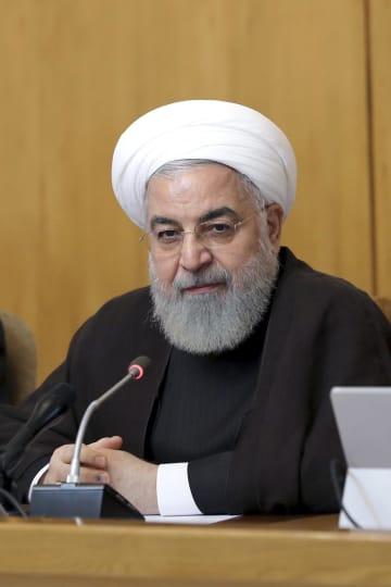 10日、閣議に出席したイランのロウハニ大統領=テヘラン(イラン大統領府提供、AP=共同)