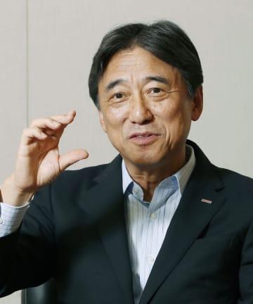 インタビューに答えるNTTドコモの吉沢和弘社長