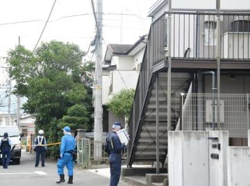 事件があった現場アパート=11日午後0時10分ごろ、小田原市上新田
