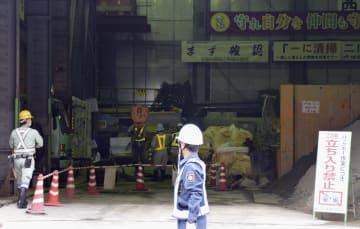 地下鉄七隈線延伸工事の現場と工事関係者ら=12日午前、福岡市