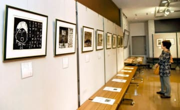 子規博で開かれている「どろんこのうた」作品展