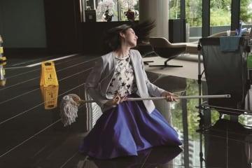 三吉彩花、エアギターを激しくかき鳴らす! 主演映画『ダンスウィズミー』ソロダンスシーン解禁