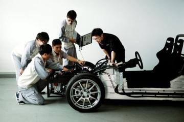 ユニバンスとGLMの協業 機電一体型eアクスルを搭載したEV試験車両を開発 機電一体型eアクスル