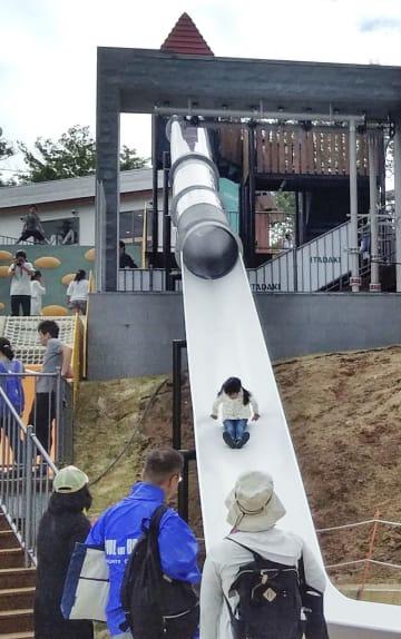 生駒山上遊園地のチューブ形滑り台=6日、奈良県生駒市(近鉄提供)