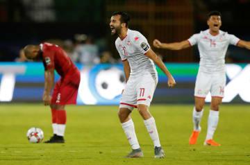 サッカーのアフリカ選手権 マダガスカルを3―0で下し、喜ぶチュニジアの選手たち=11日、カイロ(ロイター=共同)