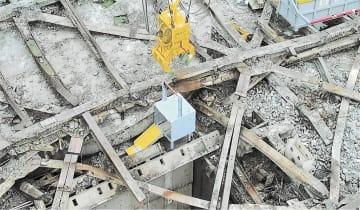 作業床に設置されたロボット運搬用の箱(東京電力提供)