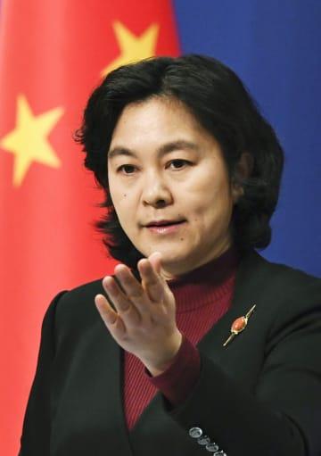 中国外務省の華春瑩副報道局長(共同)