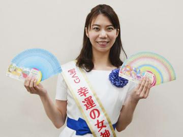埼玉新聞社を訪れた第40期幸運の女神の川原梨穂さん