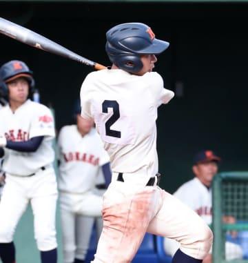 【1回戦、北松西―口加】8回裏口加2死一、二塁、中村が左越えに2点二塁打を放つ=ビッグN