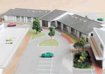福島県大熊町が整備する福祉ゾーンの模型。奥の建物はグループホーム