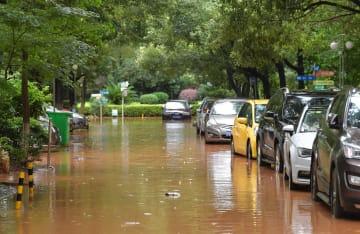 江西省南昌市で大雨 都市部各地で冠水被害