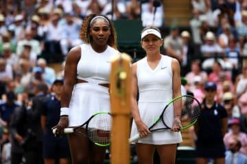 「ウィンブルドン」でのセレナ(左)とハレプ