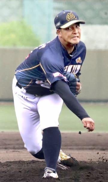 滋賀―福井 7回1失点の力投をみせた福井の浜田俊之=7月13日、滋賀県の甲賀市民スタジアム