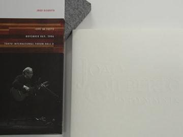 2006年来日公演の模様が、BD「JOAO GILBERTO LIVE IN TOKYO」とした発売された。結局これが、ジョアン・ジルベルトが認める唯一無二の公式ライブ映像になった。一旦はお蔵入りしていたが、この5月、13年の時を経て奇跡的にリリースされた。写真はジャケットとブックレット