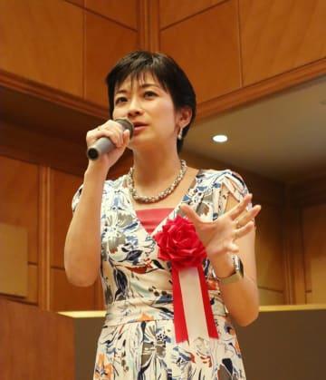 官邸側による「質問妨害」を批判する望月記者=長崎市宝町、ザ・ホテル長崎BWプレミアコレクション